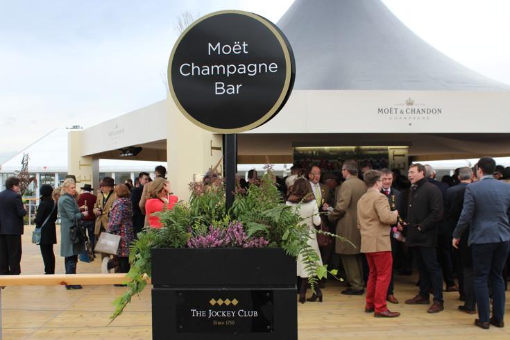 champagne bar at cheltenham festiva